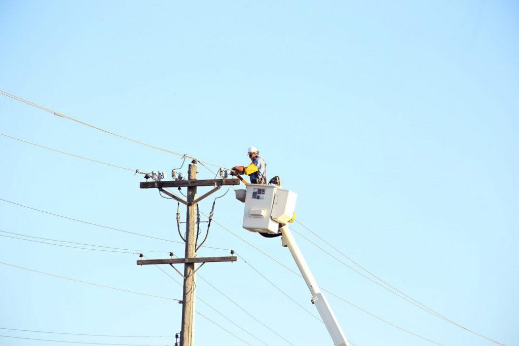 คนซ่อมหม้อแปลงไฟฟ้า